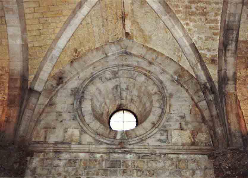 Andria castel del monte for Finestra tonda