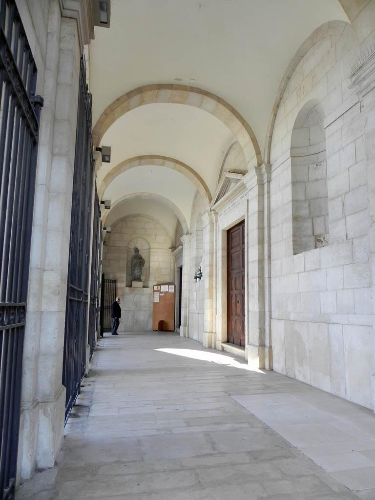 Andria la cattedrale la facciata for Disegni del portico laterale