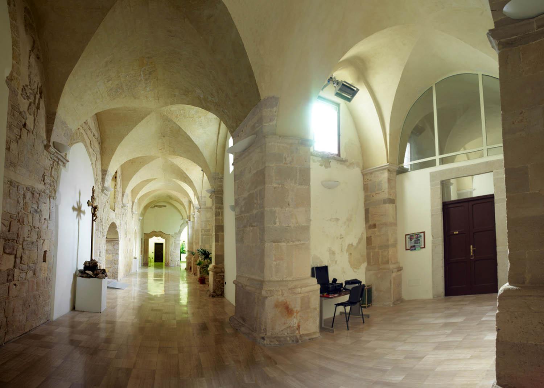 Andria sant 39 agostino la facciata for Interno a un convento